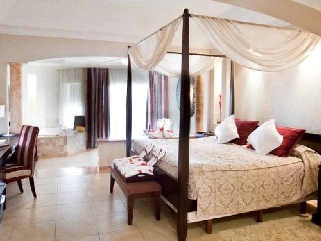 Elegance Club Jr. Suite with Jacuzzi - Majestic Elegance Punta Cana