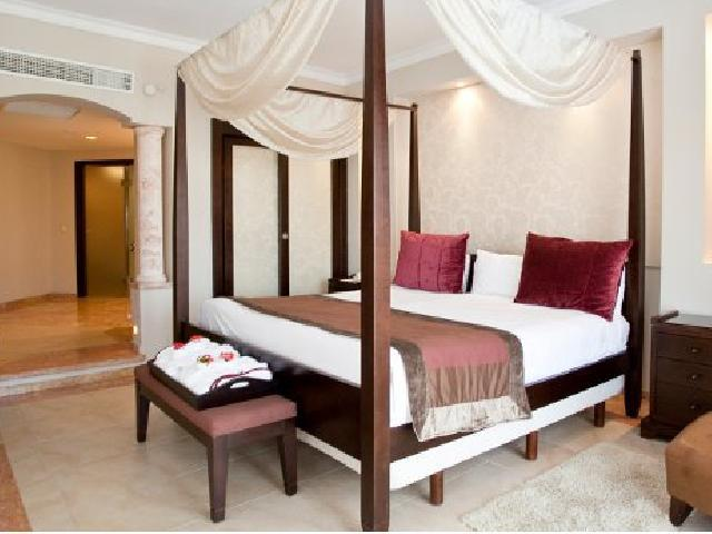 Elegance Club One Bedroom Suite with Jacuzzi - Majestic Elegance Punta Cana