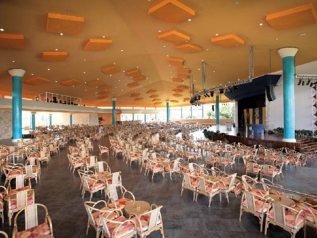 Barcelo Maya Tropical Col Beach    - Teatro Bar