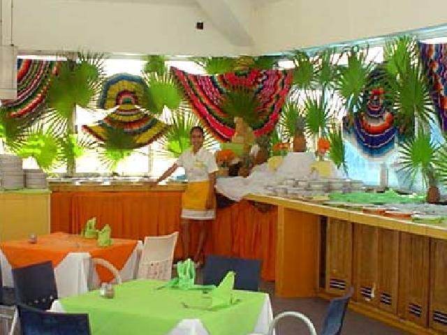 Solymar Beach Resort - La Isla Restaurant
