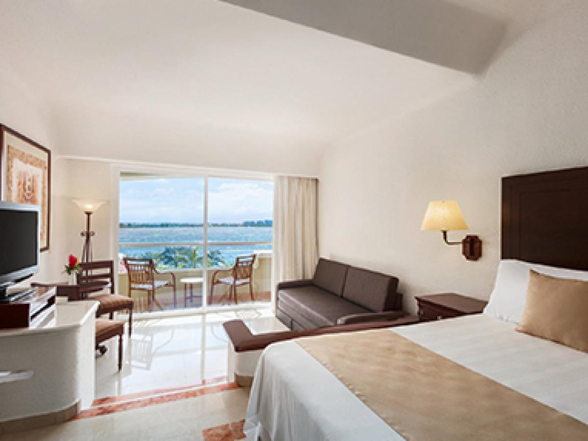 Gran Caribe Resort & Spa Cancun Mexico - Junior Suite