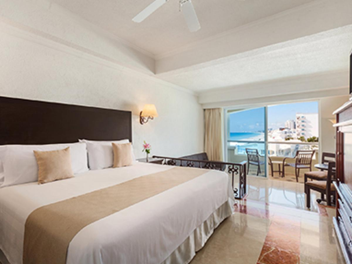 Junior Suite Ocean View - Gran Caribe Resort Cancun
