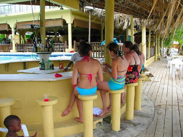 Fun Holiday Beach Resort - Pool Bar