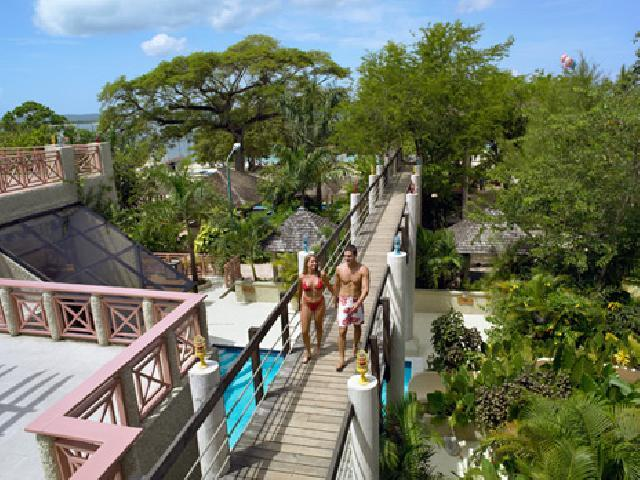 Hedonism swingers resort in Negril, Jamaica body paint party